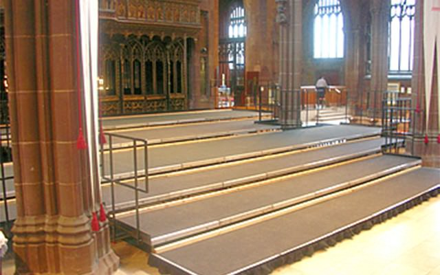 Tiered staging hire